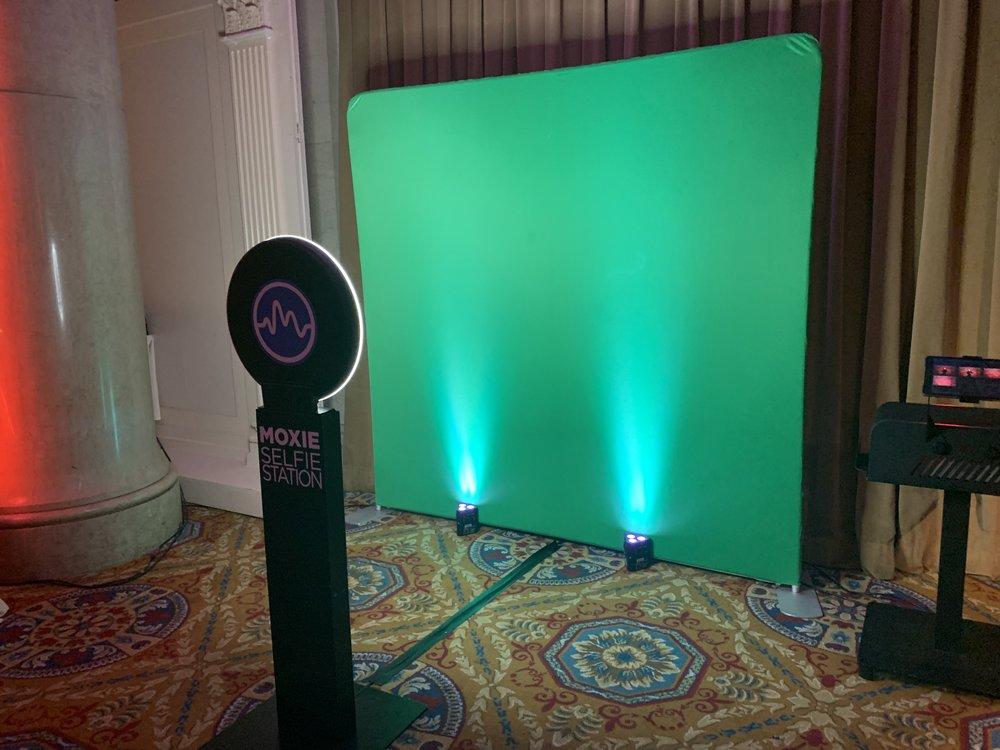 Corp-Atlantic-selfie-green